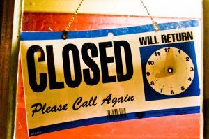 Closed_sign_Hawkins